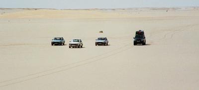 Convoy por el desierto